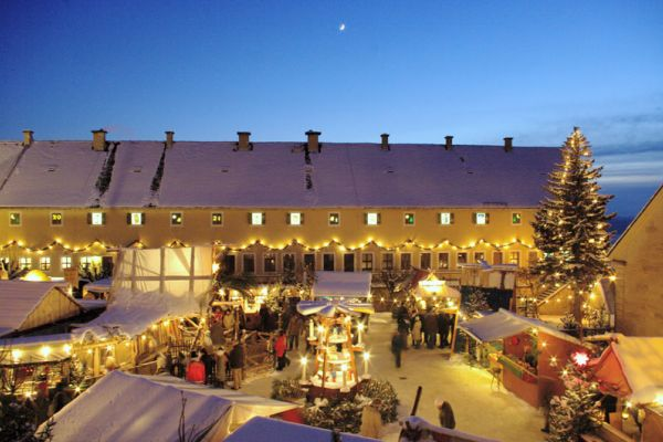 Historic-romantic Christmas market at Koenigstein Fortress